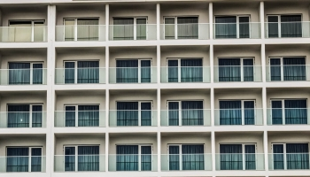 Top 6 soluções fáceis para proteger a privacidade da sua varanda ou terraço